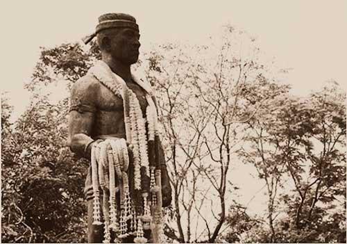 Nai-KhanomTom-estatua