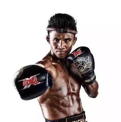 Photo of Buakaw firma con Kunlun Fight