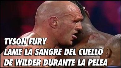 Photo of TYSON FURY LAME LA SANGRE DEL CUELLO DE WILDER DURANTE LA PELEA